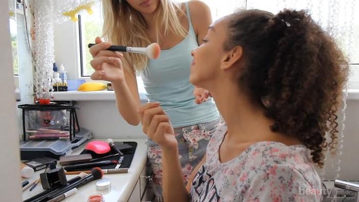 Awas, Ternyata Ini yang Jadi Alasan Mengapa Berbagi Produk Make Up Bersama Orang Lain Berbahaya
