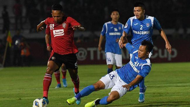 Bali United makin terpuruk di klasemen sementara Piala AFC 2020 Grup G usai kalah 0-4 dari Ceres Negros, Rabu (11/3).