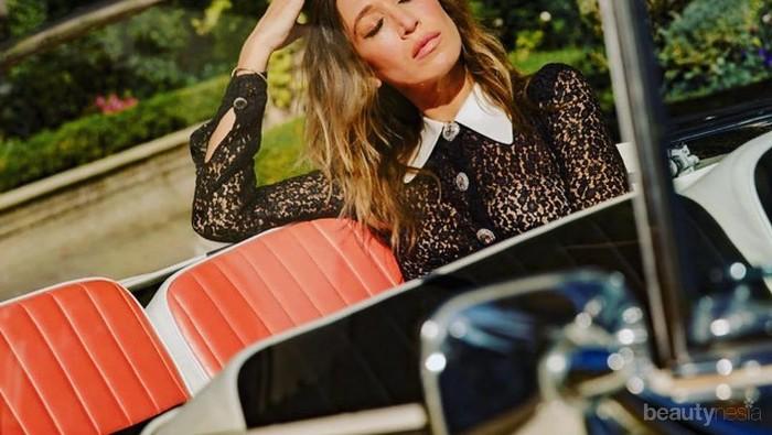 Mengikuti Jejak Adik-Adiknya, Alana Hadid Debut sebagai Model