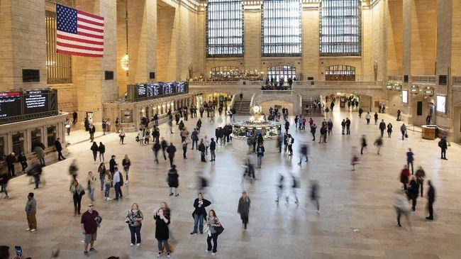 Pemerintah Kota New York melarang penjualan di restoran, bar, dan kafe, kecuali untuk melayani pesanan yang dibawa pulang untuk menekan penyebaran virus corona.
