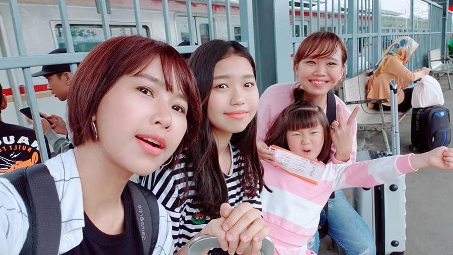 Mudik ke Bekasi, Putri Artis Drakor Yannie Kim Girang Main dengan Kambing
