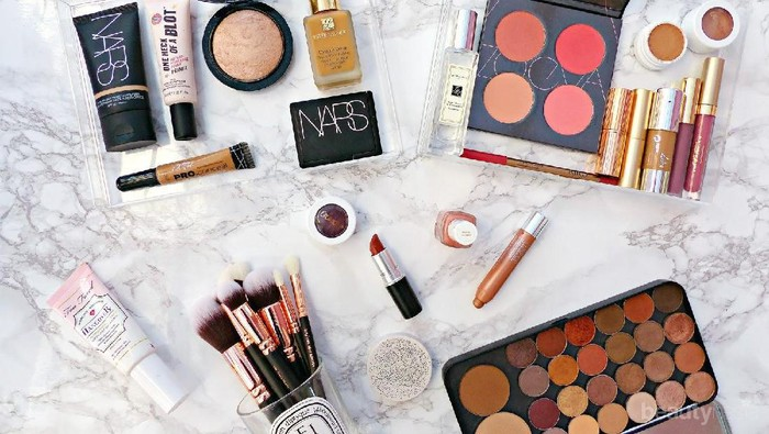 Ladies, share make up routine kamu, yuk!