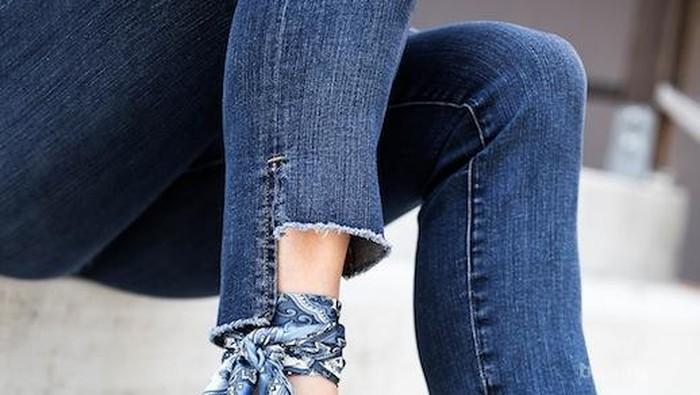 Mau Tampil Rebel Tapi Tetap Feminim? Cobain High Low Cuffs Jeans Aja Ladies