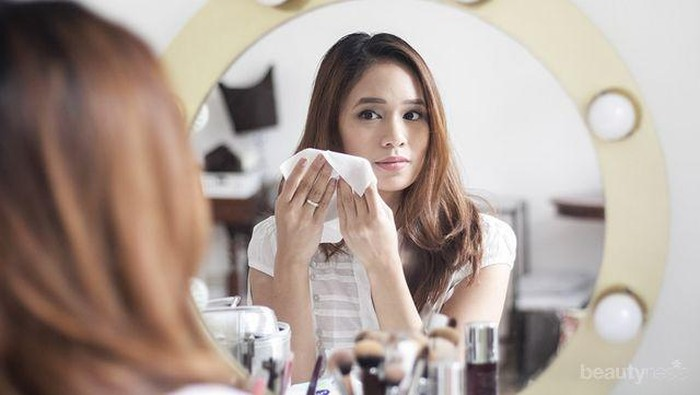 Hati-hati Gunakan Tisu Basah untuk Bersihkan Wajah, Ini 5 Bahaya yang Mungkin Kamu Alami!