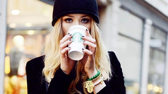 Ladies, Ini Mitos Atau Fakta Sih?? Katanya Minum Kopi Setiap Hari Bisa Bikin Gigi Kuning???