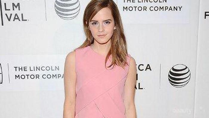 Inspirasi Outfit Seleb Hollywood dalam Nuansa Pink, Manis Banget!