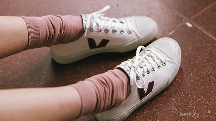 Jadi Andalan, Outfit Ini Buktikan Sneakers Cocok dengan Segalanya!