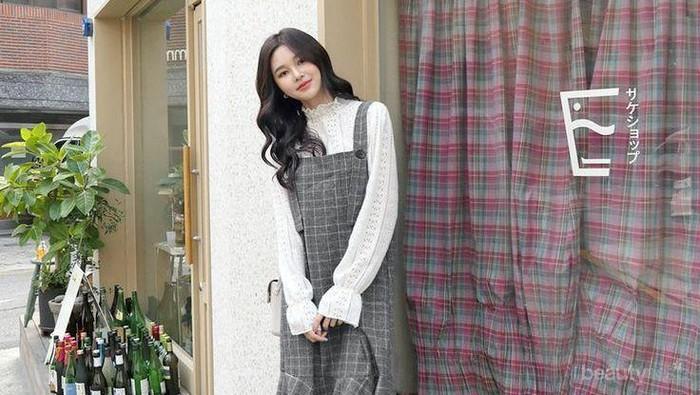 10 Inspirasi Fashion ala Korea yang Tampak Manis Ini, Cocok untuk Hijabers!