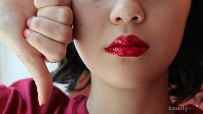 Lakukan 5 Hal Wajib Ini Saat Pakai Lip Tint Supaya Bibir Tidak Jadi Kering dan Gagal, Ladies!