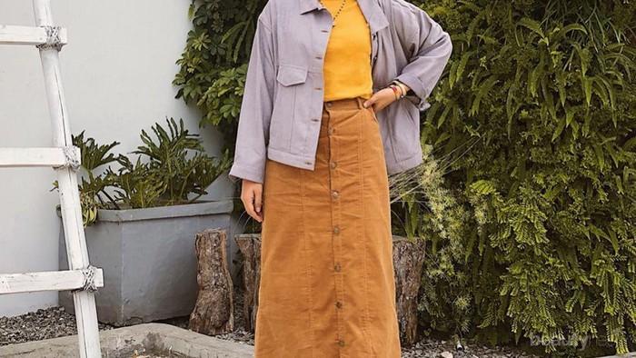 Gak Bikin Norak! Contek 7 Gaya Selebgram Indonesia dengan Outfit Warna Kuning