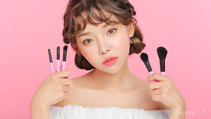 Gak Bikin Bokek! Ini Nih Rekomendasi Merek Brush Makeup Dengan Harga Terjangkau untuk Pemula!