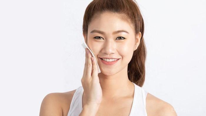 Gak Perlu Ribet, Ini Tips Gampang Rawat Wajah Sebelum Tidur