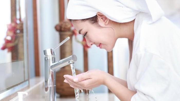 Tanpa Kamu Sadari, Kesalahan Mencuci Muka Seperti Ini Ternyata Bisa Menyebabkan Jerawat