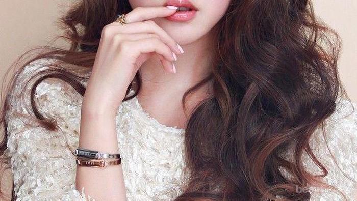 Bukan Cuma Cantik, 4 Selebriti Ini Juga Sukses dengan Bisnis Makeupnya!