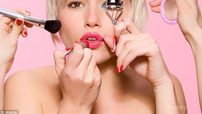Terlalu Sering Menggunakan Make Up? Siap-siap Mengalami 5 Hal ini, Ladies!