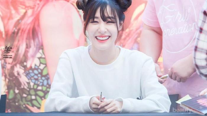 Manis Banget! Para Selebriti Korea Ini Terkenal dengan Eye Smile yang Bikin Gemes!