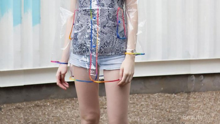 Semua Serba Plastik! Tren Fashion Style Unik Ini Akan Ngehits di 2018