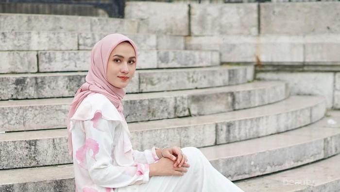 Begini Cara Memadukan Kulot Putih untuk Gaya Hijab Kekinian Ala OOTD Selebgram