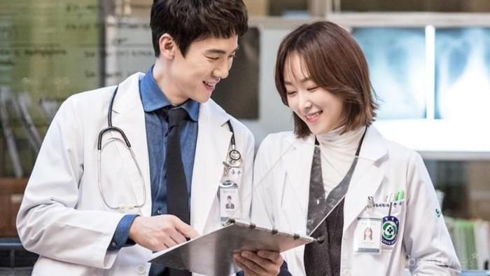 Hari Dokter Nasional, Yuk Kenalan dengan Beberapa Dokter Kece ini!