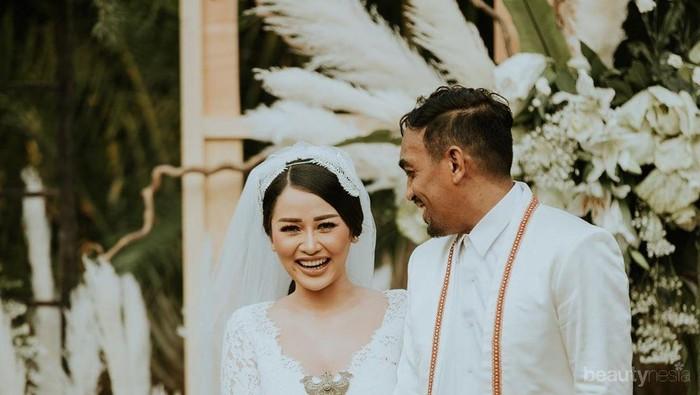 Pamer Perut Buncit, Istri Glenn Fredly Dikabarkan Hamil