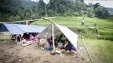 Gempa berkekuatan magnitudo 5 mengguncang Sukabumi, Selasa (10/3). Sejumlah rumah di Kabupaten Sukabumi dan Bogor rusak. Tiga orang terluka dalam peristiwa itu.