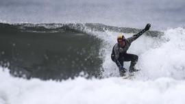 Tsunami Jepang & Memori Surfing di Pantai 'Nuklir' Fukushima