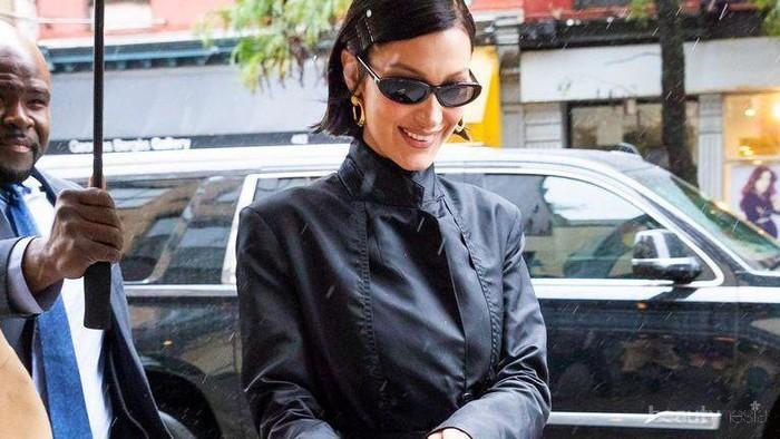 Foto High-End Fashion ala Bella Hadid, dari Momen Ultah hingga Paris Fashion Week
