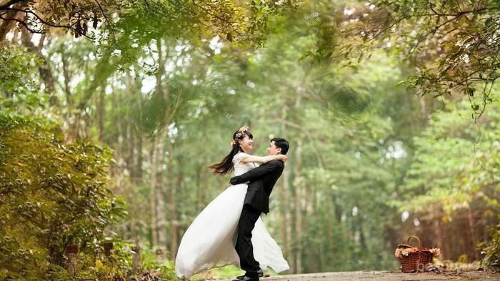 Deretan Pernikahan Unik dan Nyeleneh yang Viral di Media Sosial