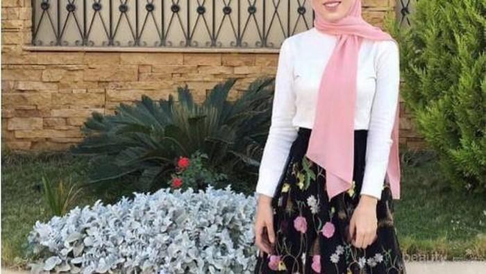 Ingin Tampil Cantik dengan Outfit Plisket Saat Kondangan? Simak Inspirasi Ini