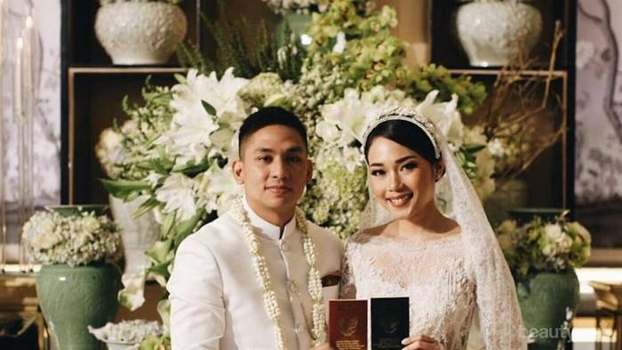 Ayla Dimitri Menikah, Simak Momen Bahagia di Hari Pernikahannya!