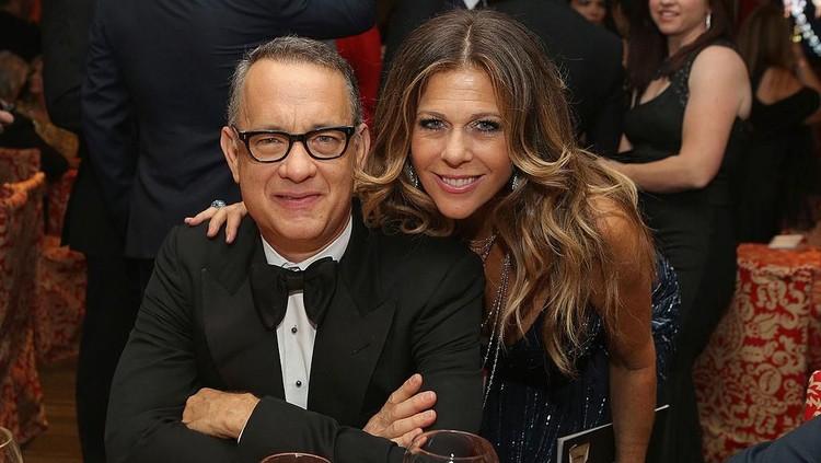 Aktor Hollywood Tom Hanks dan istrinya dinyatakan positif virus Corona, Bun. Keduanya saat ini diisolasi di Australia. Baca selengkapnya di sini.