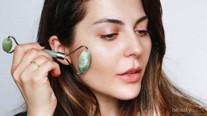 Bukan Alat Pijat Wajah Biasa, Ini 3 Manfaat Face Massager yang Perlu Kamu Tahu!