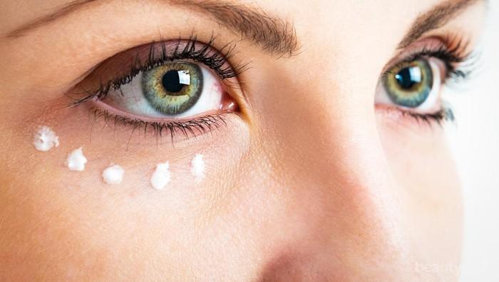 Tak Perlu Bingung Memilih Eye Cream, Berikut Kandungan Terbaik Menurut Dermatologis