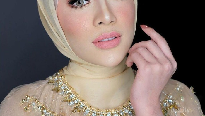Makeup Flawless Selebgram Cantik Aghnia Punjabi Saat Dikhitbah