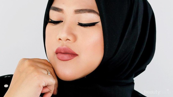 Tips Agar Lipstik Matte Menempel dan Tahan Lama