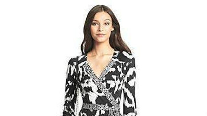Ngantor dengan Baju Batik? Ini Ide Baju Batik yang Membuatmu Tetap Kekinian