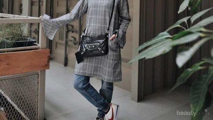 Mudah Tidak Pakai Ribet, Ini 7 Inspirasi Padu Padan Tunik dan Celana