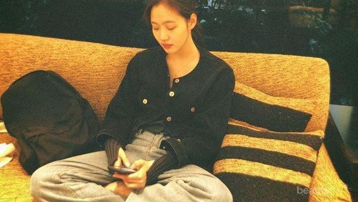 Inspirasi Outfit Simple ala Kim Go Eun yang Cantik Tanpa Operasi Plastik