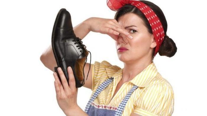 Malu Karena Sepatu Kamu Bau Tak Sedap? Cari Tahu Cara Menghilangkannya yuk!