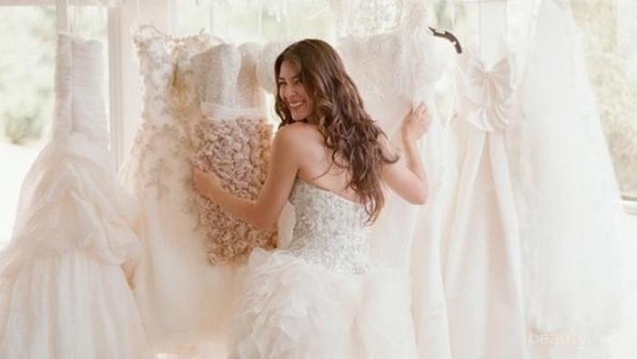 Cara Merawat Gaun Pernikahan yang Berharga Agar Tetap Awet