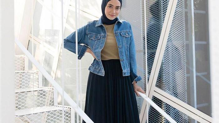 Hijabers Mau Pakai Midi Skirt? Ini Tipsnya untuk Tetap Stylish dan Santun