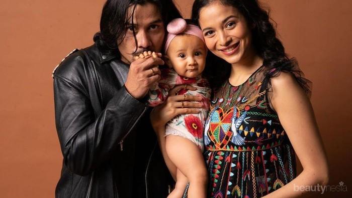 Gak Cuma Ganteng, 6 Aktor Pria Indonesia Ini Sosok Family Man Banget!