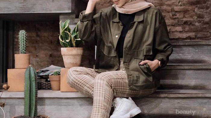 8 Style Boyish Anti Ribet ala Selebgram Yulia Wijayanti
