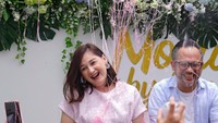 <p>SemringahnyaAyah Indra dan Bunda Mona. (Foto: Instagram/@monaratuliu)</p>