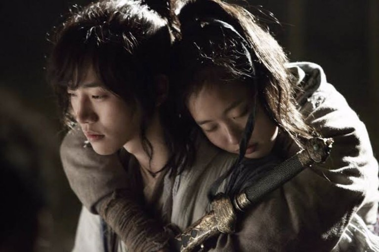 Pernah memainkan film kolosal berjudul Memories of the Sword tahun 2015, aktingnya bersama Lee Jun Hoo sempat buat baper.