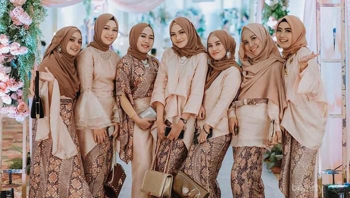 Kebaya Modern Simple Tapi Mewah untuk Inspirasi Bridesmaid