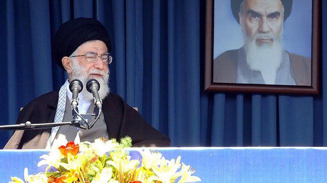 Pemimpin Iran, Ayatollah Ali Khamenei, mengunggah gambar mirip mantan Presiden AS, Donald Trump, dan pesan balas dendam di Twitter.
