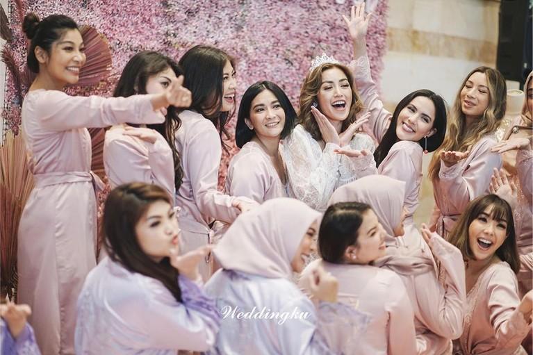 Mendekati hari pernikahan, Jessica Iskandar melangsungkan acara bridal shower bertema pink bersama sahabat-sahabatnya di JW Marriott Kamis (12/3).