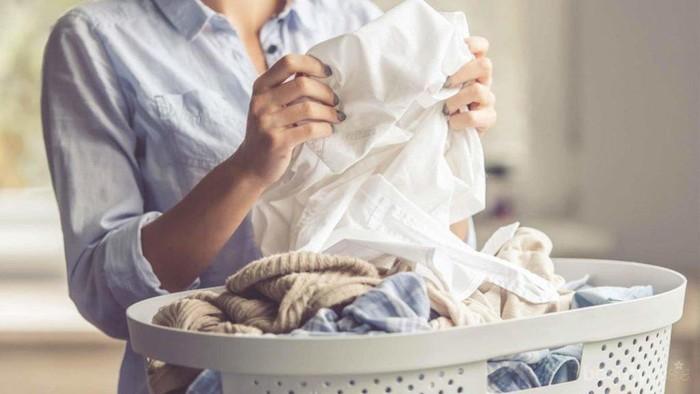Cara Mudah Hilangkan Noda Bekas Minyak di Baju Kesayanganmu