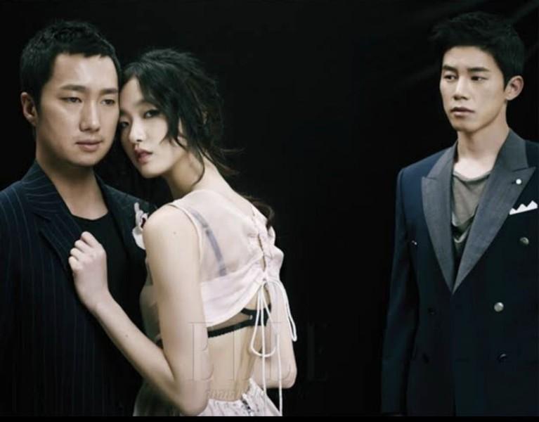 Debut di film Muse tahun 2012, Kim Go Eun beradegan panas dengan Park Hae Il dan Kim Mu Yeol.